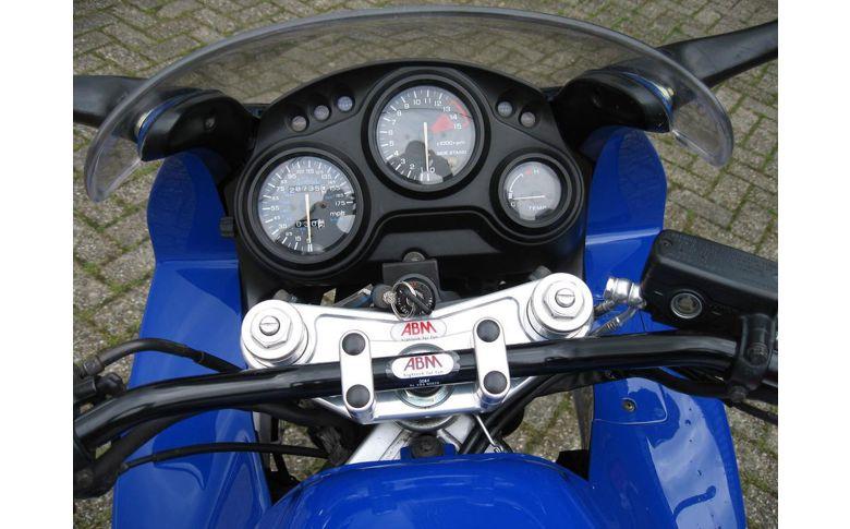 Superbikestuurombouw semi kroonplaat